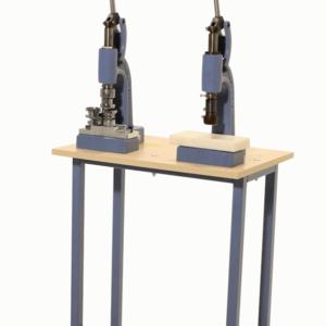 Пресс D-3 двухоперационный со столом для обтяжки пуговиц , ручной